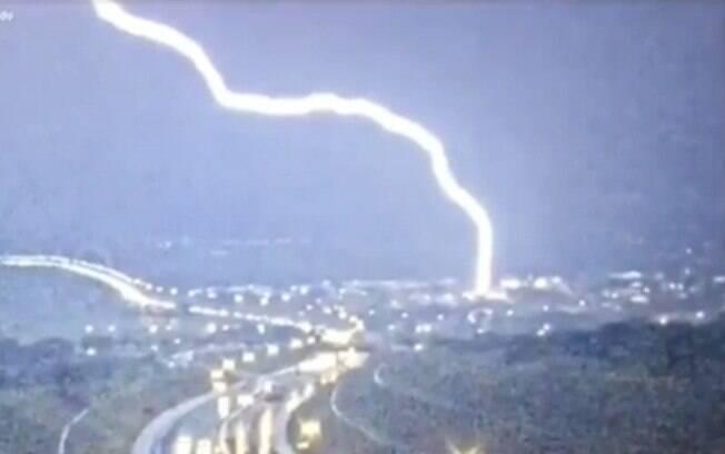 Pessoas não resistiram à descarga elétrica e morreram (imagem ilustrativa).