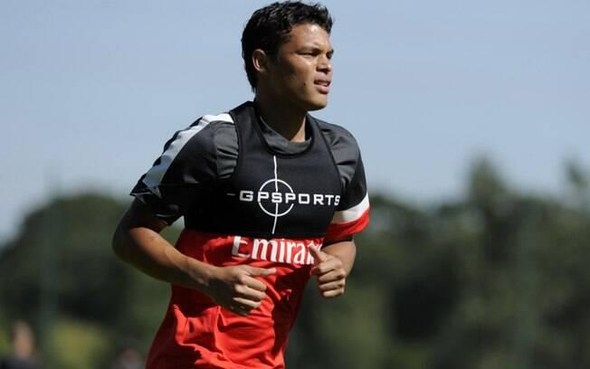 Thiago Silva com a camisa de treino do seu  novo clube. Seu contrato com o PSG vai até 30 de  junho de 2016