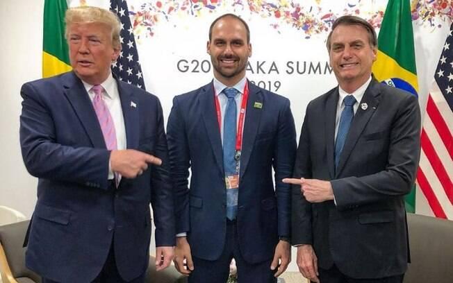 Donald Trump, Eduardo Bolsonaro e Jair Bolsonaro durante reunião da cúpula do G20, no Japão