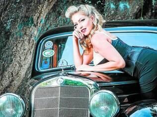 Vintage. Taryn mescla em seu show moda e técnica vocal, tudo inspirado no jazz de 1930 e 1960