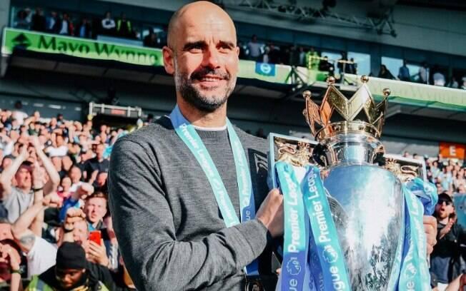 Pep Guardiola conquistou o bicampeonato da Premier League neste sábado