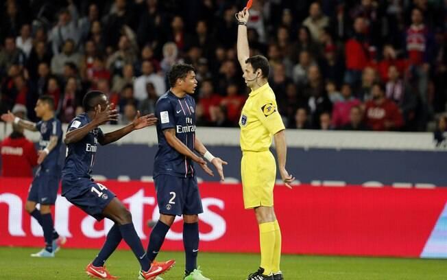 PSG teve Thiago Silva expulso no empate em 1  a 1 com o Valenciennes, na 35ª rodada. Resultado  encerrou série de cinco vitórias seguidas
