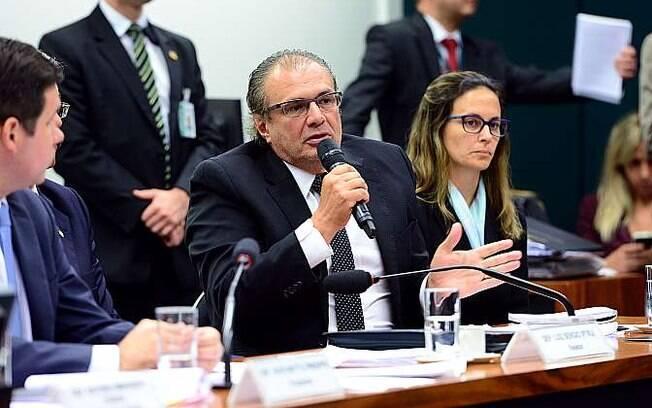 Beatriz Catta Preta acompanha depoimento de seu cliente Pedro Barusco na CPI, em março