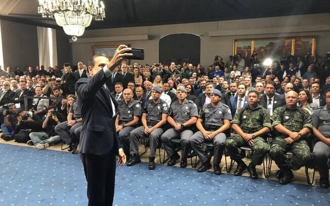 Governador João Doria homenageou policiais da Rota e do COE que participaram da ação em Guararema