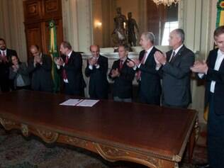 Cerimônia no Palácio Piratini firmou termo de cessão