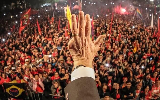 Ex-presidente Luiz Inácio Lula da Silva foi condenado por corrupção ativa e lavagem de dinheiro no caso tríplex