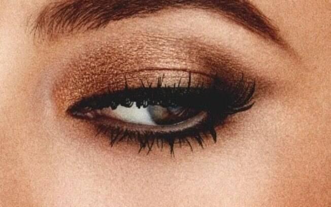 Capriche na maquiagem para destacar o olhar