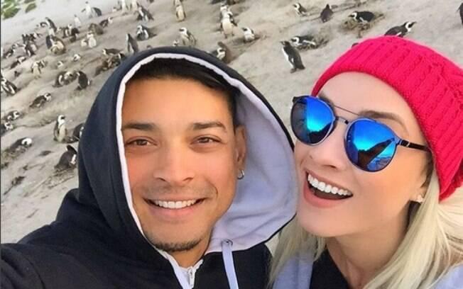 Juju Salimeni e Felipe Franco protagonizam briga na rua em Orlando. O casal se casou em 2015 e os dois estão juntos desde 2005