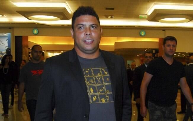 Ronaldo Nazário chegando ao lançamento do filme