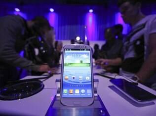 Concorrência com aparelhos da Samsung, como Galaxy S III, podem ter motivado busca por tela mais fina no iPhone 5