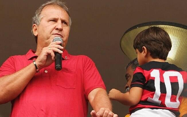 Zico falou com a torcida do Flamengo depois  de inaugurar sua estátua na Gávea