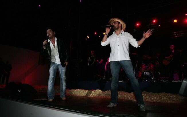 Zezé Di Camargo e Luciano fazem show após o leilão