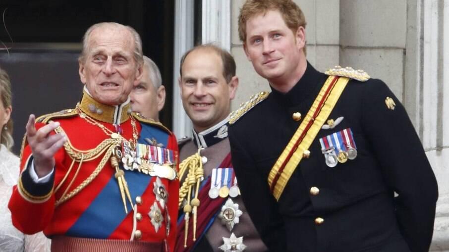 Os príncipes Philip e Harry