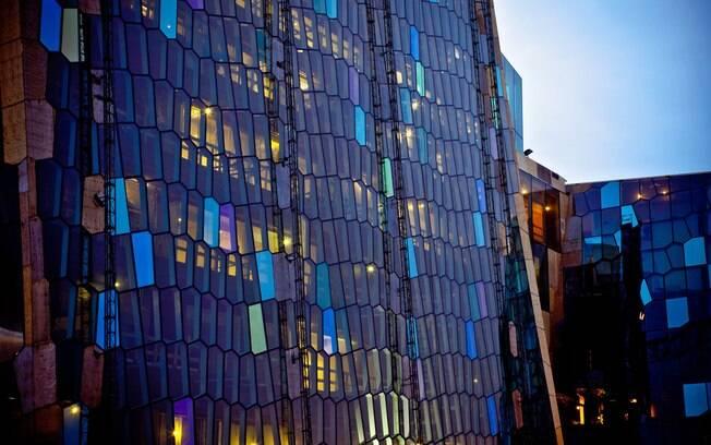 Fachada de vidro do Harpa-Heykjavic Concert Hall