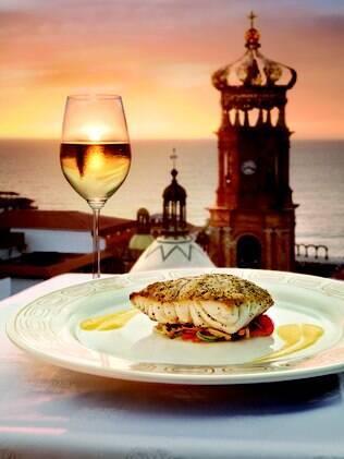 Restaurantes aproveitam a vista cênica da cidade de Puerto Vallarta