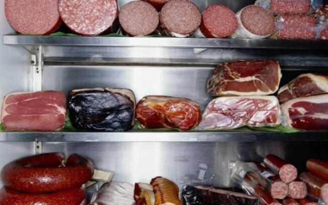 Risco de desenvolver câncer aumenta conforme a quantidade de carne consumida diariamente