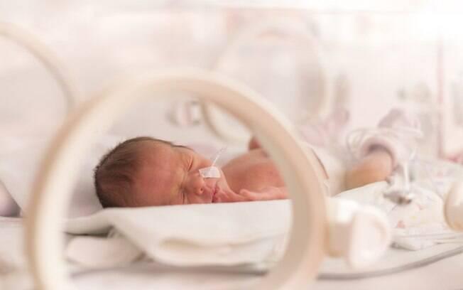 Familiares e amigos próximos devem apoiar os pais de um bebê prematuro, por isso, é importante evitar algumas falas