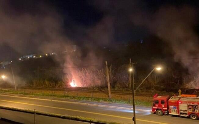 Incêndio atinge área de mata de 500m² em Valinhos