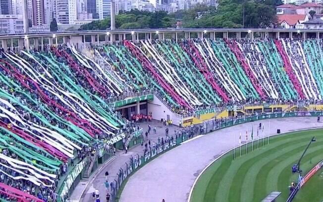 Torcida do Palmeiras, líder do Brasileirão, fez a festa no Pacaembu
