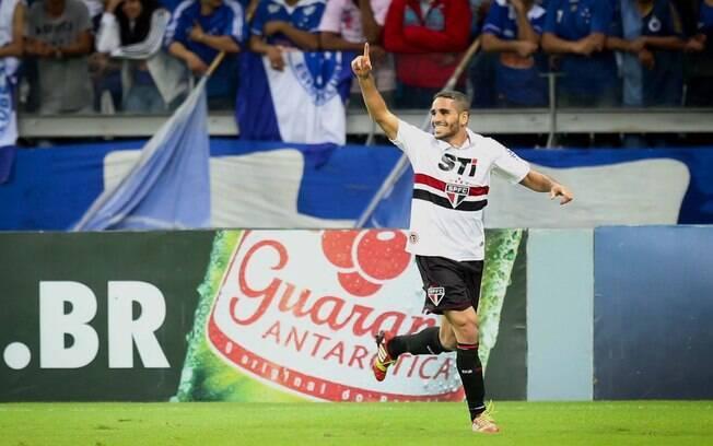 Douglas comemora o primeiro gol do São Paulo no Mineirão