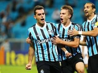 Rhodolfo comemora o gol que declarou a vitória dos gaúchos