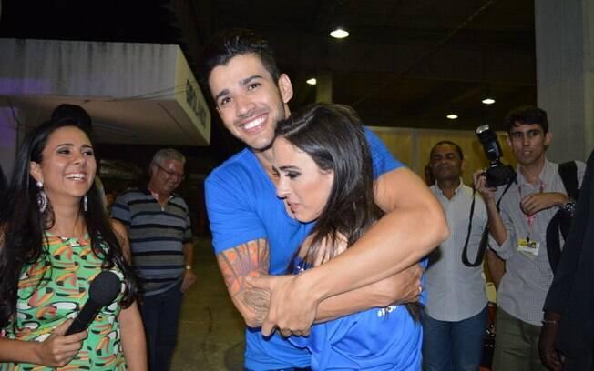 Gusttavo Lima agarra Tatá Werneck no Festival de Verão de Salvador