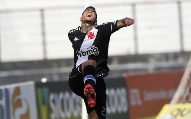 Vasco segura a presso e vence o Santos com gol de Carlinhos