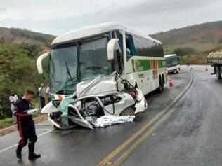Veículo deve ter invadido a contramão, depois de o motorista perder o controle da direção