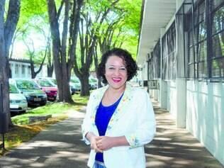 Artista plástica. Tereza Barreto desenvolveu a oficina Bola da Felicidade em que o bordar é só um pretexto para abordar o ser interno