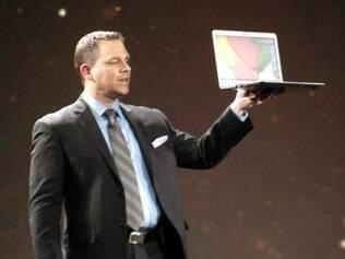 Executivo da Samsung mostra, pela primeira vez, nova versão do notebook ultrafino Série 9