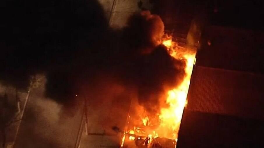 Incêndio atinge galpão da Cinemateca