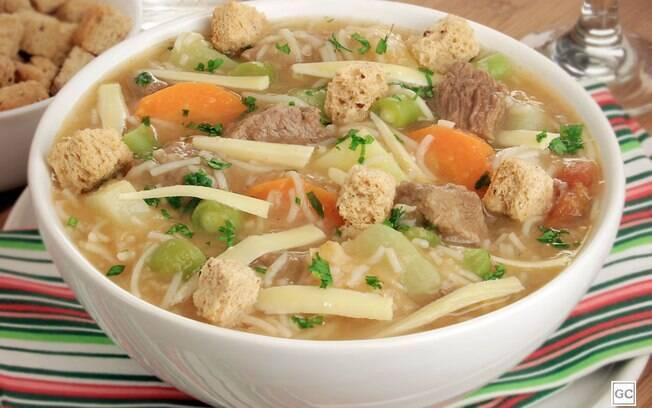 5 receitas de sopas para aproveitar nos dias frios