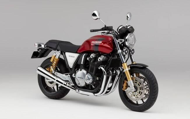 Honda CB 1100 RS: os escapamentos cromados não negam o estilo das grandes motos dos anos 70