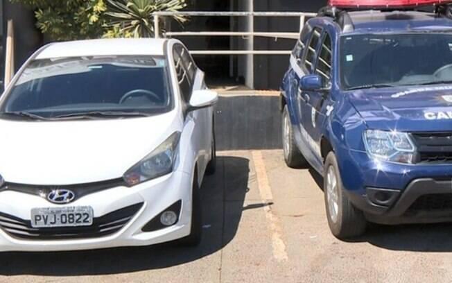 Mulher é detida dirigindo carro com placa clonada em Campinas