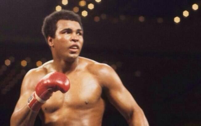 Melhor do mundo, Muhammad Ali morreu aos 74 anos em decorrência de problemas respiratórios