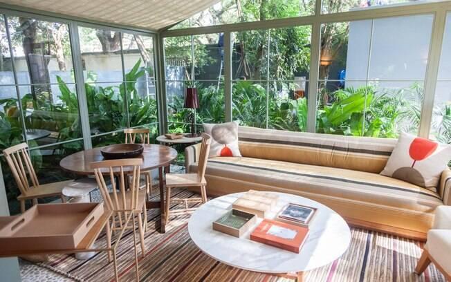 A casa existente no local tinha apenas 25 m². Apaixonada pela simplicidade do espaço, Marina Linhares decidiu ampliá-la - o ambiente ficou com 95 m².