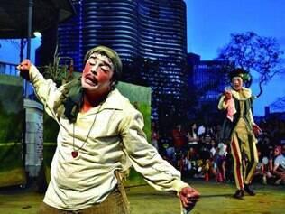 """Peça """"Como a Gente Gosta"""" foi dirigida por Eduardo Moreira, do Galpão"""