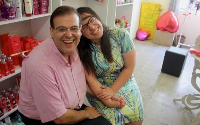 João Ribeiro e Lídia Ribeiro são evangélicos da Congregação e donos do único sexshop de Jandira
