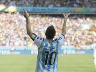 Aos gritos da torcida, Messi festeja gol marcada na partida válida pela 2ª rodada da Copa do Mundo 2014
