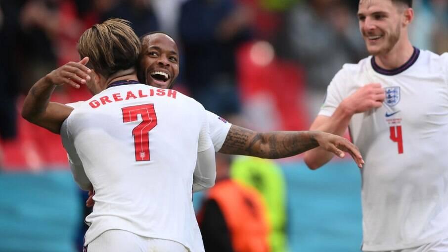 Sterling garante vitória da Inglaterra