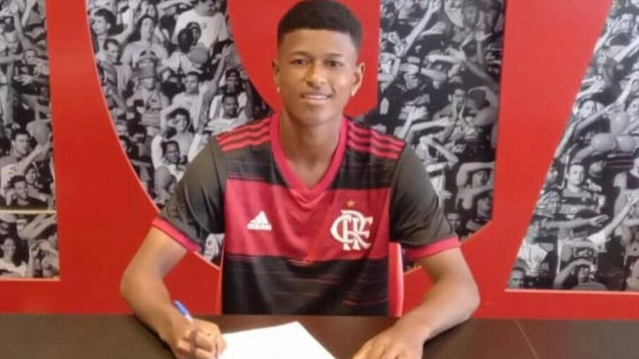 Bill assina contrato com o Flamengo
