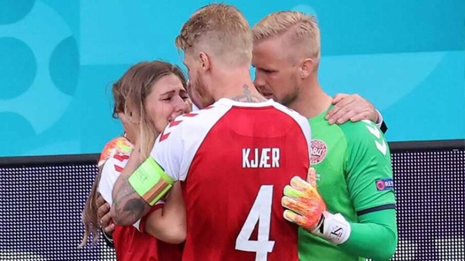 'Esposa de Eriksen achava que ele estava morto', relata Peter Schmeichel sobre drama na Eurocopa