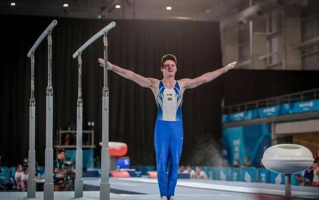 O ginasta paulista Diogo Santos levou a prata na barra fixa e o bronze no individual geral nos Jogos Olímpicos da Juventude