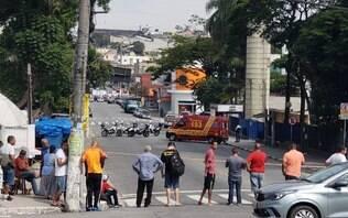 Assaltantes amarram explosivos em refém durante assalto a banco em Diadema