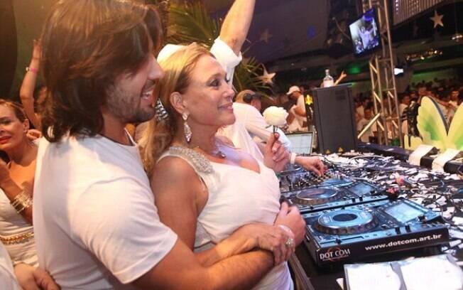 Sandro Pedroso e Susana Vieira se divertem ao som de Rodrigo Vieira