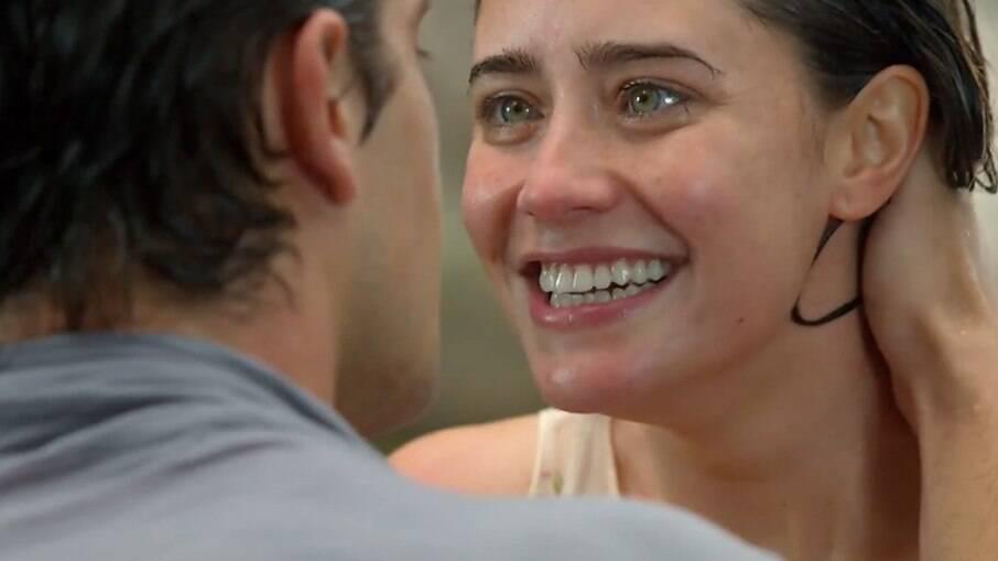 Considerados irmãos, o casal Ana e Rodrigo vive um amor proibido