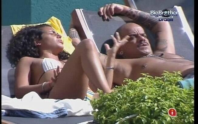 Noemí tenta dar força para João Carvalho que está tenso com a eliminação desta noite
