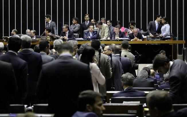 Plenário da Câmara dos Deputados durante sessão para votar a segunda denúncia contra Michel Temer