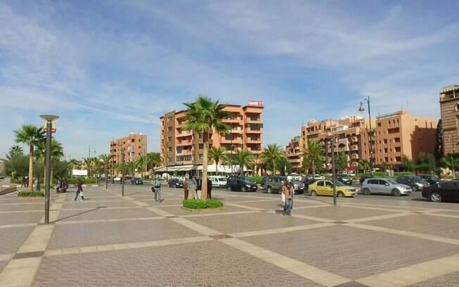 Avenida do centro moderno de Marrakesh