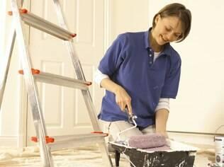 Quanto mais porosa a textura da tinta, maior a quantidade de pó acumulado na parede. Fique ligada